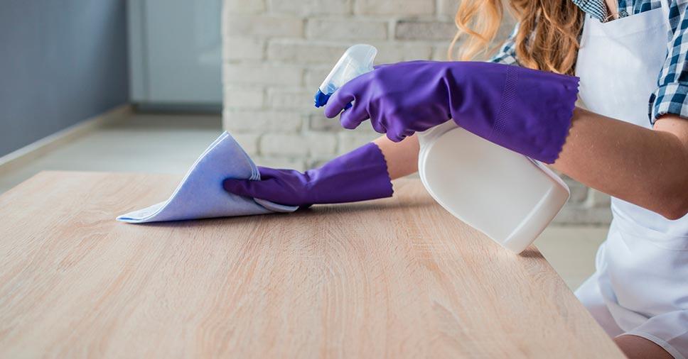 Combate ao coronavírus: como fazer a limpeza da superfície de móveis!