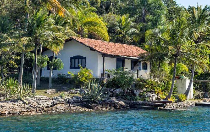 Pensando em construir, reformar ou alugar casa de praia? Leia esse artigo!