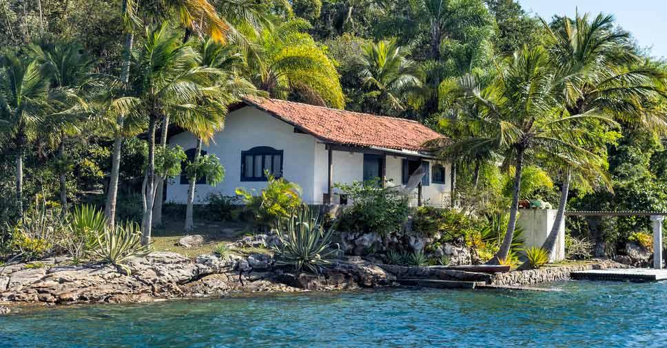 Essa é a hora de investir na sua casa de praia para o próximo verão